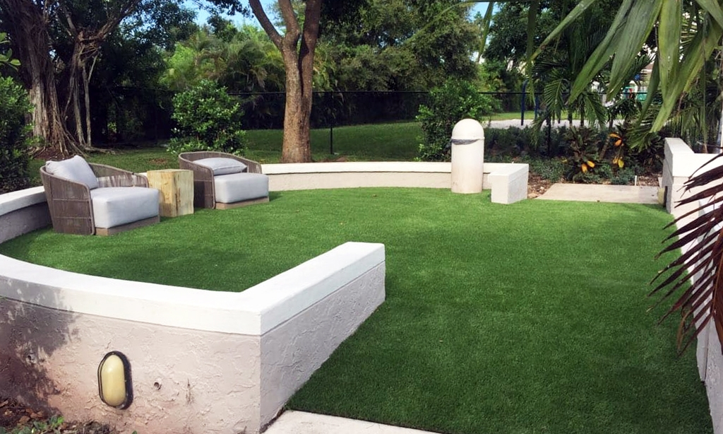 Palm-Beach-Turf-turf-synthetic-grass-installation-patios_2